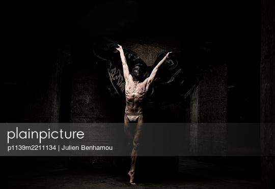 Ballet dancer - p1139m2211134 by Julien Benhamou