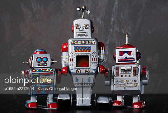 Robots - p1684m2272114 by Klaus Ohlenschlaeger