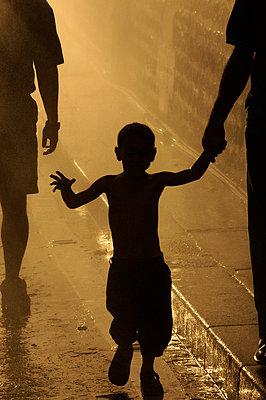 Boy backlight, Paris Plage, Summer on the Seine - p1028m1590722 by Jean Marmeisse