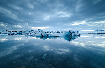 Iceland, Jokulsarlon glacial lake with ice and reflections - p300m1450288 by Ramon Espelt