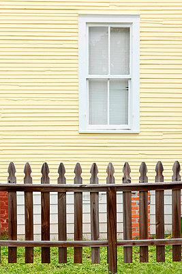 Garden fence - p045m816866 by Jasmin Sander