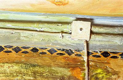 Verteilerdose auf Wand - p1650034 von Andrea Schoenrock