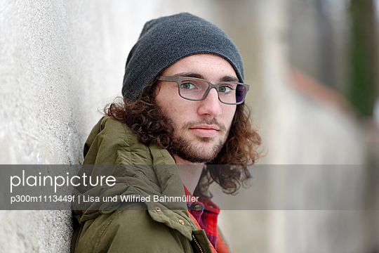 Portrait of relaxed young ma nwith curly brown hair wearing wooly hat