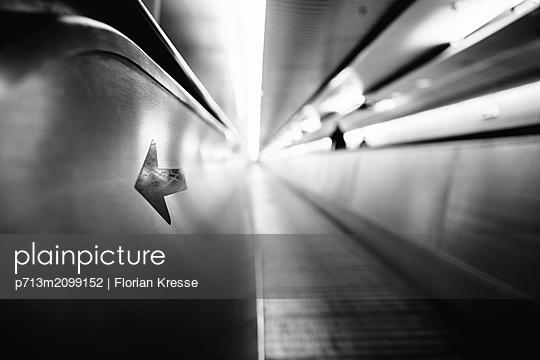 p713m2099152 by Florian Kresse