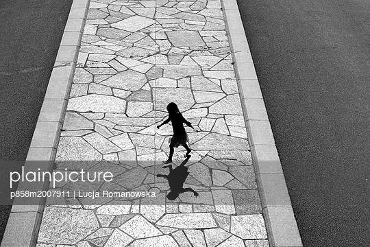 p858m2007911 by Lucja Romanowska