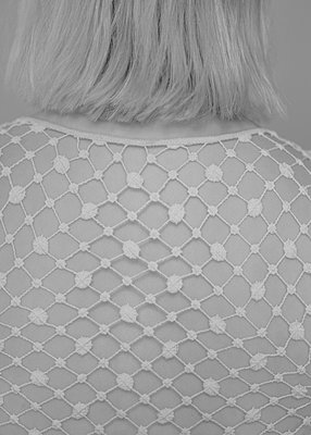 Blond woman in crochet top, rear view - p552m2090239 by Leander Hopf