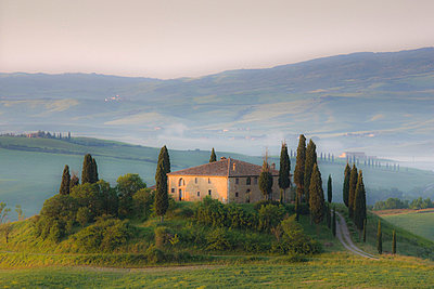 Misty dawn view towards Belvedere across Val d'Orcia, UNESCO World Heritage Site, San Quirico d'Orcia, near Pienza, Tuscany, Italy, Europe - p8710526 by Lee Frost