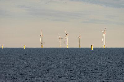 Offshore Windpark Godewind in der Nordsee mit 3 Fundamenten - p1079m1092218 von Ulrich Mertens