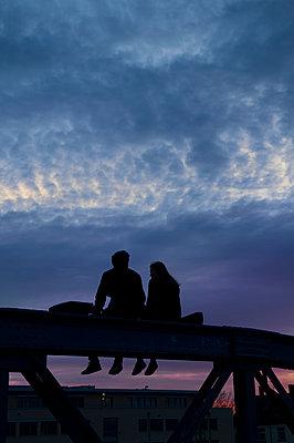 Sunset on the blue bridge in Freiburg - p470m2082303 by Ingrid Michel