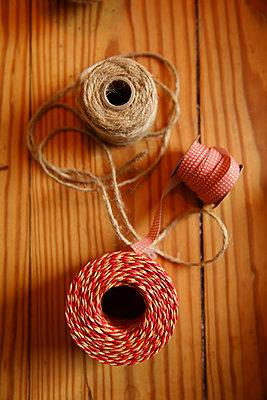 Geschenkband - p981m2044914 von Franke + Mans