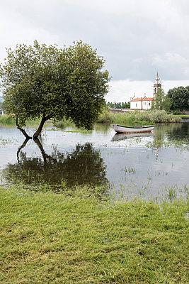 Boot am Fluß - p171m1158988 von Rolau