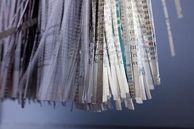 Newspaper strips close-up - p676m1525950 by Rupert Warren