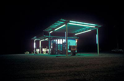 Einsame Tankstelle - p2600010 von Frank Dan Hofacker