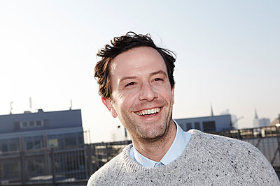 Portrait of smiling man - p300m2213753 by Jo Kirchherr