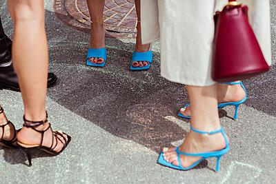 Stylische Frauen in High Heels - p432m2125182 von mia takahara