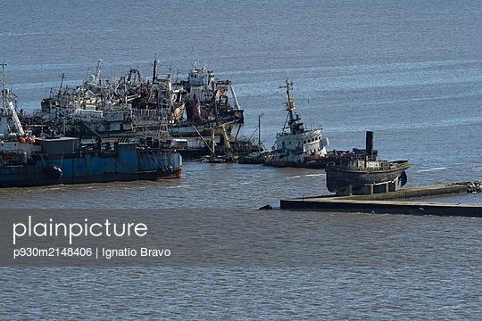 Ship graveyard - p930m2148406 by Ignatio Bravo