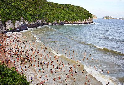 Strandleben in der Ha Long Bay  - p390m1477101 von Frank Herfort
