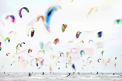 Kitesurfing - p719m854615 by Rudi Sebastian
