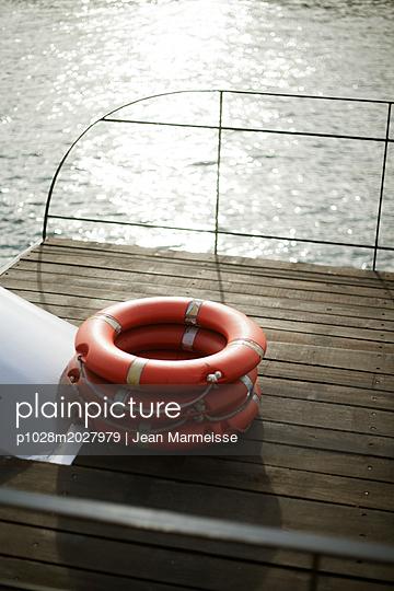 Buoy, Seine river, Paris - p1028m2027979 von Jean Marmeisse