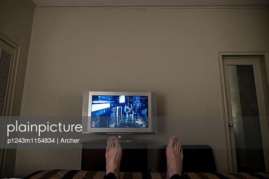 Flachbildschirm im Hotelzimmer - p1243m1154834 von Archer