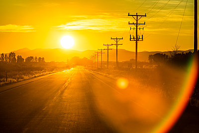 Sunset over country road in Picabo, Idaho, USA - p1427m2136111 by Steve Smith