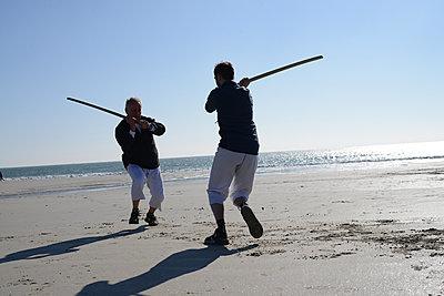 Men practising sword - p1631m2260152 by Raphaël Lorand