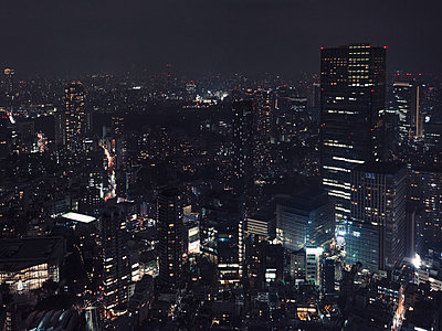 Illuminated buildings and cityscape at night, Tokyo, Japan - p301m2272013 by Pep Karsten