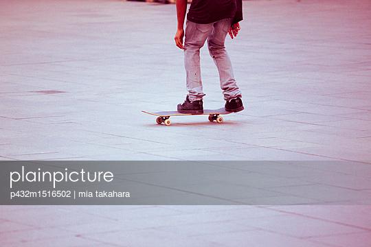 Jugendlicher Skateboarder - p432m1516502 von mia takahara