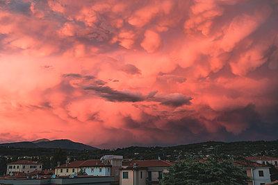 Dramatic sky over village - p1437m2008230 by Achim Bunz
