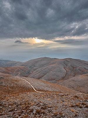 Türkei, Wanderweg durch die Berge - p390m2247413 von Frank Herfort