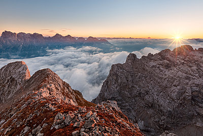 Europe, Italy, Veneto, Cadore, Auronzo. Sunrise with sea of clouds from Camosci peak, Marmarole, Sexten Dolomites in the background - p651m2006692 by ClickAlps