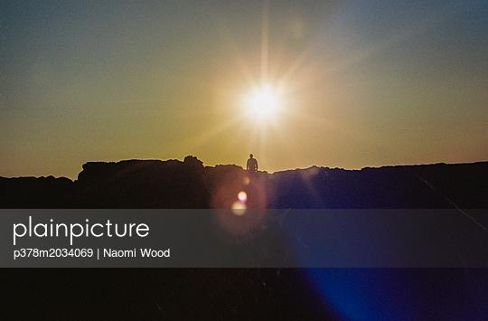 p378m2034069 von Naomi Wood