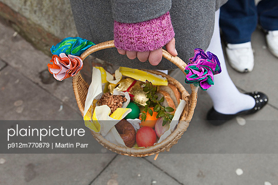 Wicker basket - p912m770879 by Martin Parr