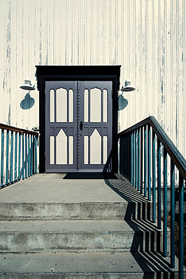 Steps leading up to the doors of a white timber framed building - p1047m1031589 by Sally Mundy