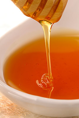 Honey - p631m913037 by Franck Beloncle