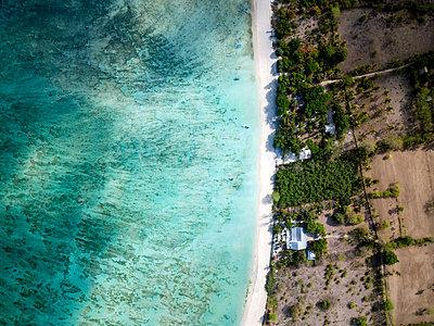 Indonesia, Sumbawa, West Sumbawa, Aerial view of Jelengah beach - p300m2059302 by Konstantin Trubavin