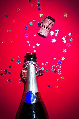 Champagne cork - p1149m2043428 by Yvonne Röder