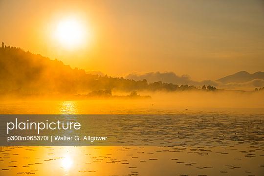 Germany, Bavaria, Fuessen, view to Hopfensee Lake at sunrise - p300m965370f by Walter G. Allgöwer