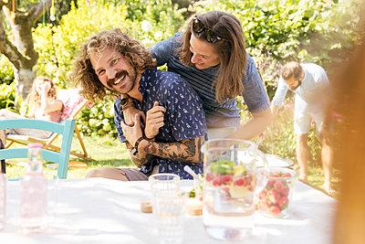 Garden party - p788m2027419 by Lisa Krechting