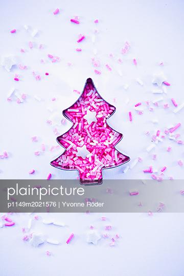 Weihnachtsbaum und Zuckerstreusel - p1149m2021576 von Yvonne Röder