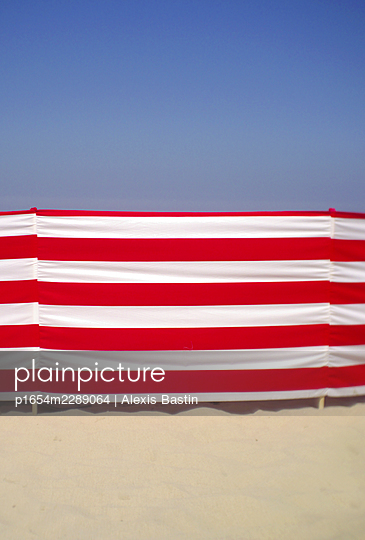 Beach life - p1654m2289064 by Alexis Bastin