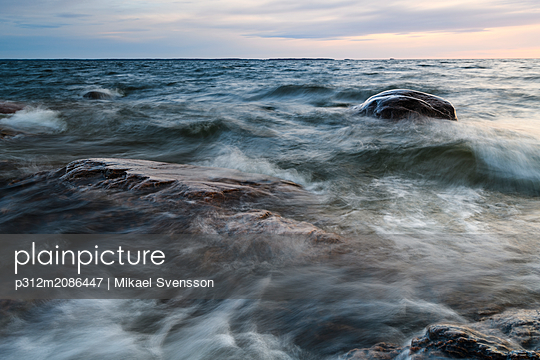 Long exposure shot of coast - p312m2086447 by Mikael Svensson