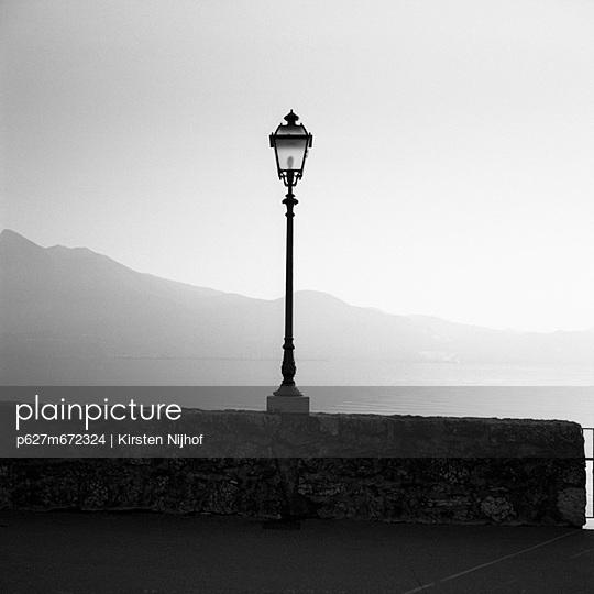 Laterne am Gardasee - p627m672324 by Kirsten Nijhof