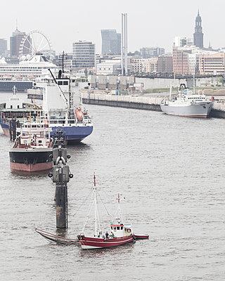 Blick auf Hamburg - p1222m1072121 von Jérome Gerull