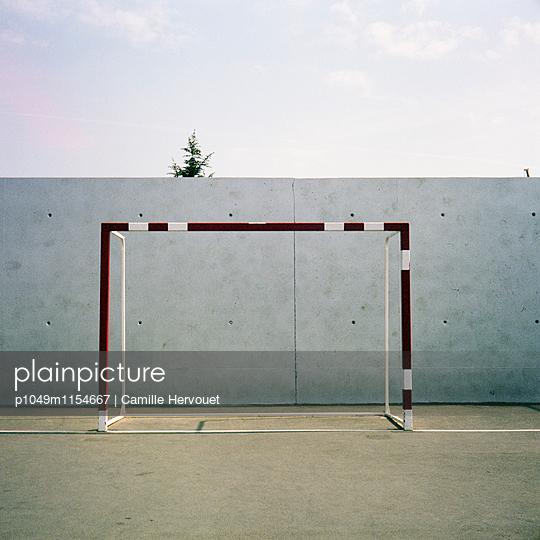 Fußballplatz - p1049m1154667 von Camille Hervouet