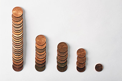 Five rows of Euro coins decreasing in size - p301m730823f by Larry Washburn