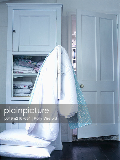 Duvet and pillows in laundry room. - p349m2167654 by Polly Wreford
