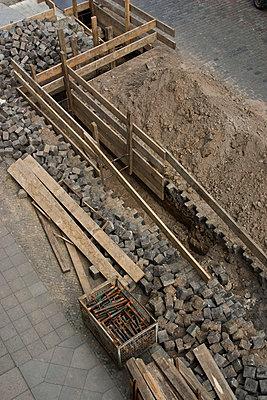 Excavation of a cobblestone street - p3019963f by Maria Jauregui Ponte