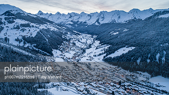 France, Le Grand Bornand in winter - p1007m2216599 by Tilby Vattard