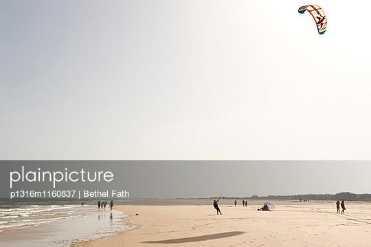 Fabrica Mar Beach, Algarve, Portugal - p1316m1160837 von Bethel Fath